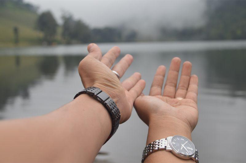 Jam tangan silver dari pak suami yang memberikan sugesti semangat positif